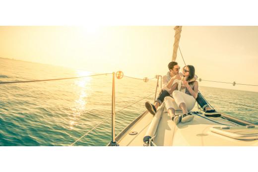 Романтическая прогулка  для двоих на яхте по Финскому заливу.