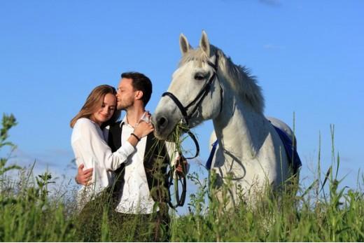 Романтическое свидание/предложение руки и сердца в конном клубе