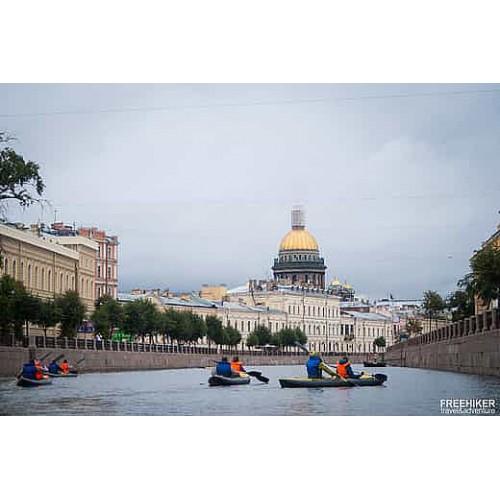 Прогулка на байдарках по Неве в центре Петербурга