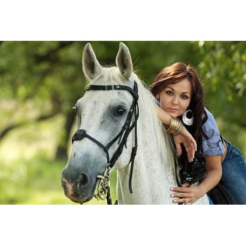 Фотосессия с лошадью в конном клубе